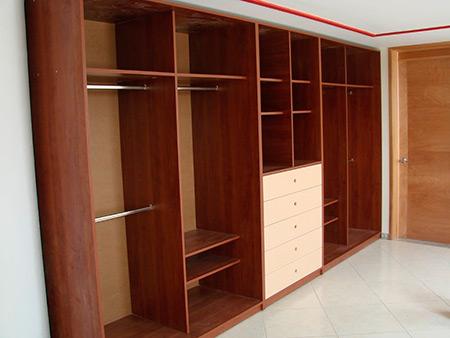 Roperos closet de melamina for Modelos de closets para dormitorios modernos